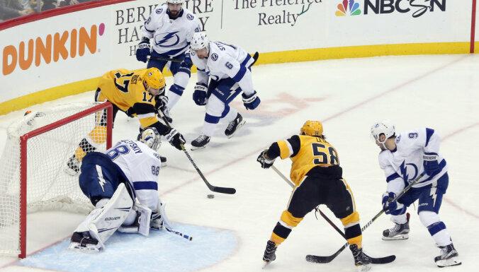 Блюгерс дебютировал в НХЛ, Малкин подрался и подтянулся к рекорду Дацюка