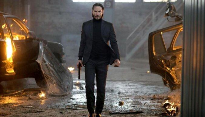 Latvijas kino sāk rādīt ASV trilleri 'Džons Viks' ar Kianu Rīvsu galvenajā lomā