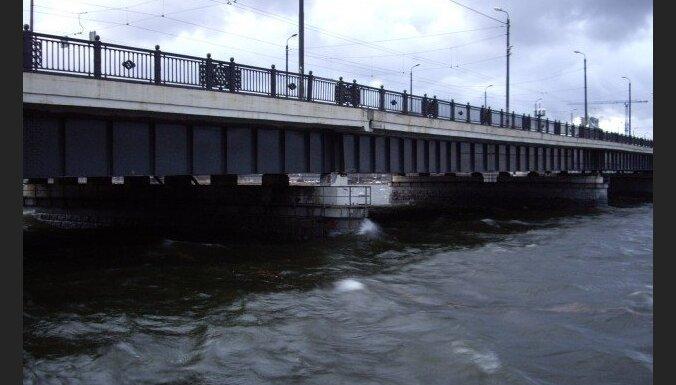Stiprākais vējš plosījies pēcpusdienā; ūdens līmenis Rīgā pazeminās