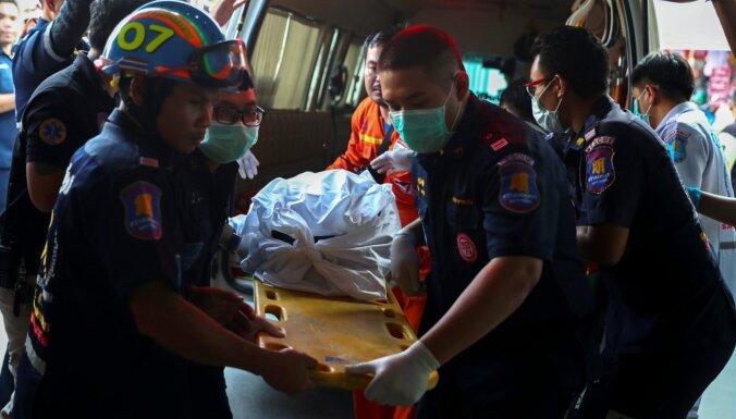 Taizemes policija neitralizējusi uzbrucēju; masu apšaudē miruši 26 cilvēki