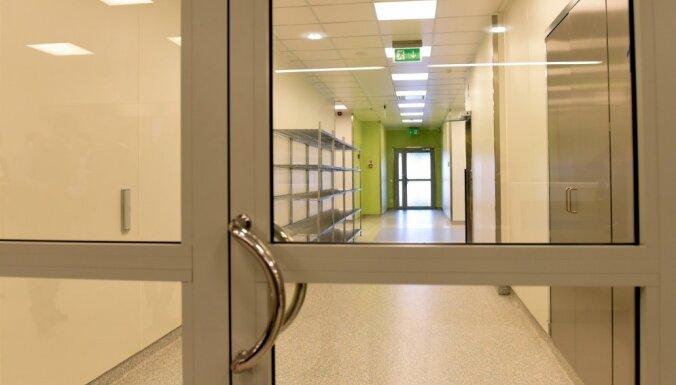 Pacienti Austrumu slimnīcai parādā 4,76 miljonus eiro; 1,27 miljoni eiro – mirušo parādi