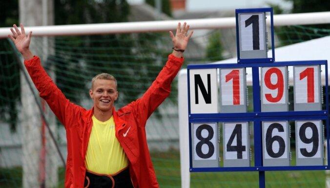 Zigismunds Sirmais labo sev piederošo pasaules rekordu šķēpmešanā junioriem