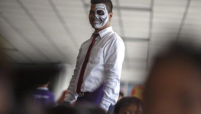 В Пекинском метро полиция будет арестовывать людей в костюмах для Хэллоуина