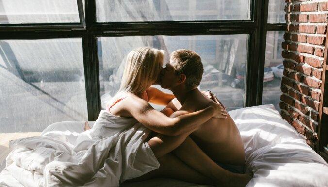 Vīriešiem problēmas ar erekciju, sievietēm ar orgasmu: mīti par seksu pēc 50