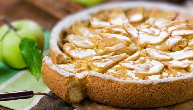 Fiksā kefīra mīklas ābolkūka
