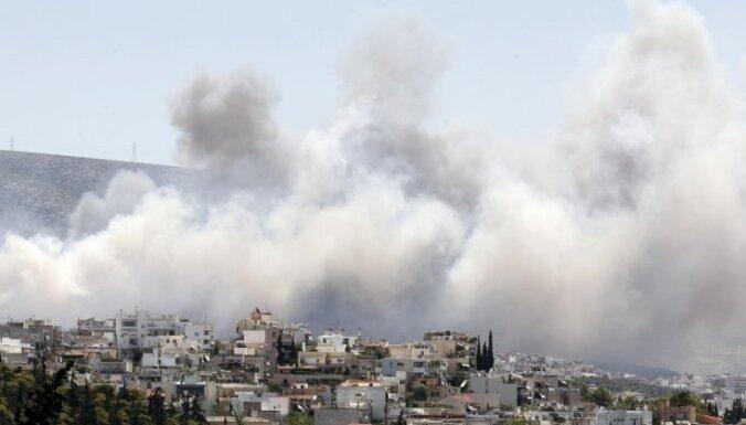 Grieķijā mežu ugunsgrēka dēļ evakuēti ciemi