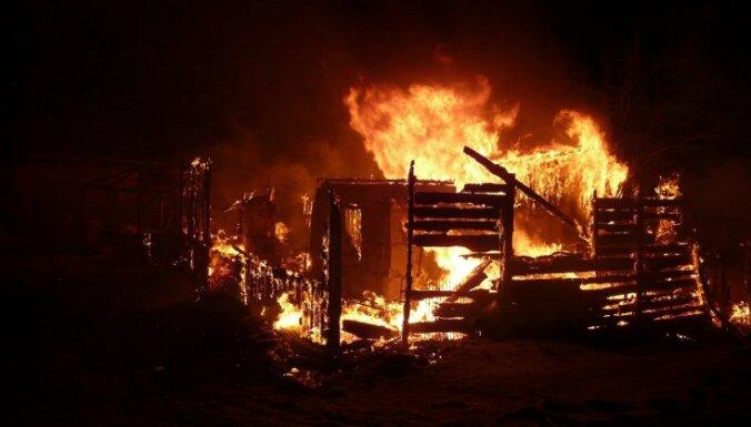 Reģistrēts šogad lielākais ugunsgrēku skaits; liesmās viens bojāgājušais