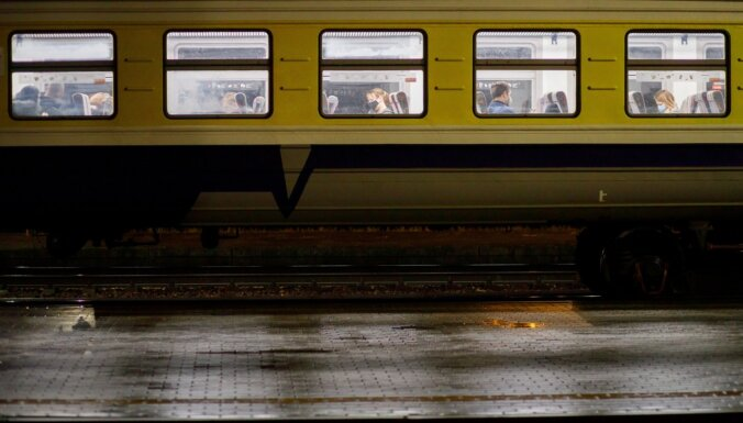 Заболевший Covid-19 пассажир ехал на электричке Саулкрасты-Рига