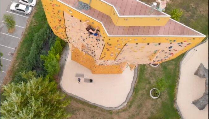 'Ekskaliburs' Nīderlandē – iespaidīgākais alpīnisma tornis pasaulē
