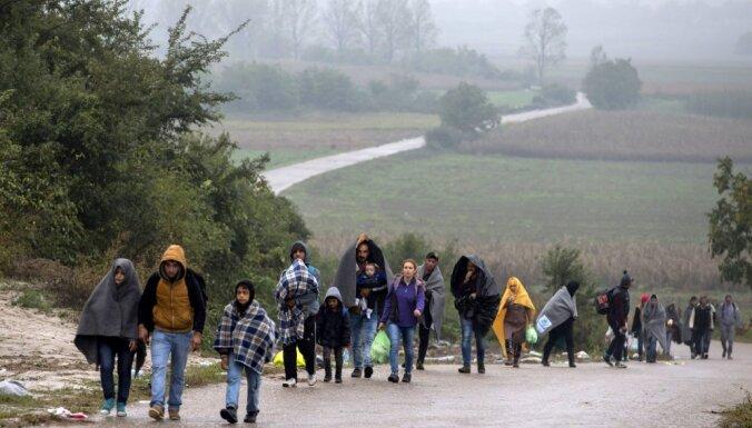 ES Balkānu valstīs palīdzēs izveidot bēgļu centrus ar 100 000 vietu