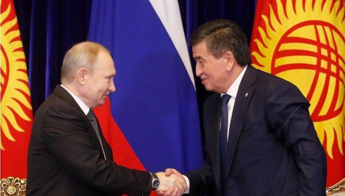 Глава Киргизии подарил Путину скакуна и борзую в обмен на помощь в $30 млн
