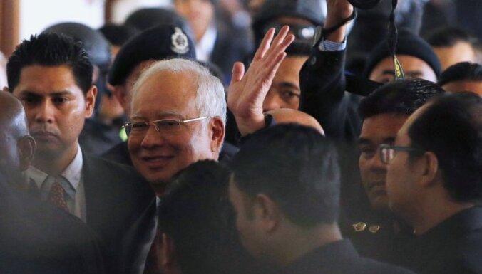 Malaizijā par četru miljardu eiro izlaupīšanu aizturēts ekspremjers Nadžibs Razaks