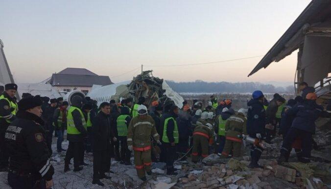 МВД Казахстана назвало три версии крушения самолета в Алма-Ате