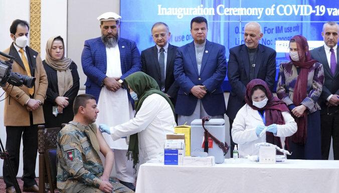 Covid-19: Afganistāna sāk vakcinācijas kampaņu; Ukraina saņēmusi pirmo vakcīnu partiju