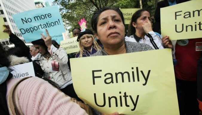 Власти 17 штатов подали в суд на Обаму из-за указа о легализации иммигрантов