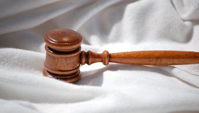 """Суд дал разрешение на месяц задержать """"подрывателя"""" Swedbank"""