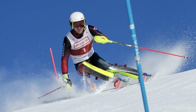 Kalnu slēpotājam Mikam Zvejniekam karjeras rekords FIS punktos
