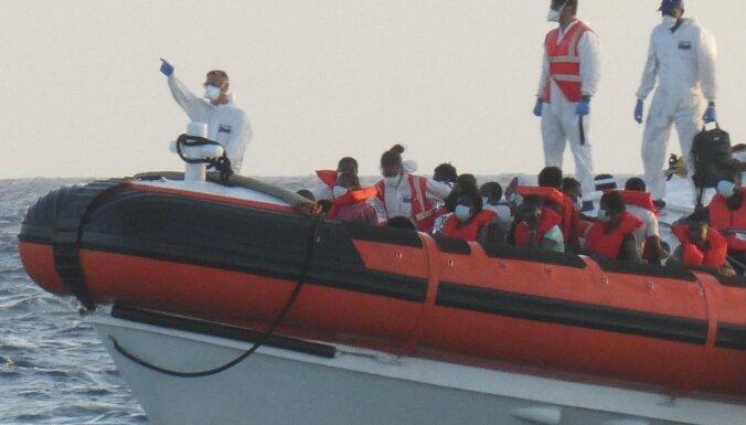 Itālija evakuējusi vairāk nekā 2500 cilvēku no migrantu centriem Lampedūzā