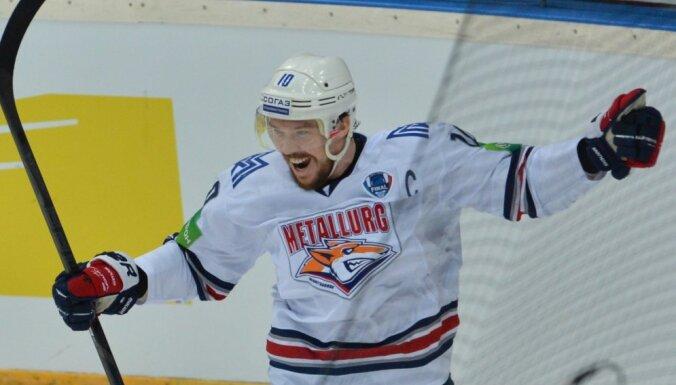 ВИДЕО: Мозякин стал лучшим снайпером в истории российского хоккея