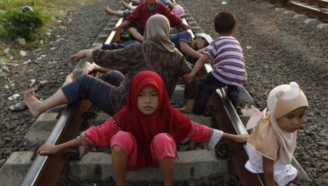 Indonēzija, alternatīvā medicīna, dzelzceļš