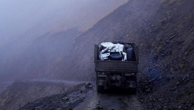 В Грузии микроавтобус рухнул в ущелье: не менее 17 погибших