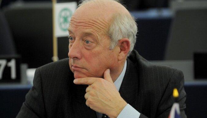 Pēc kolēģa nosaukšanas par fašistu no EP izraida britu deputātu