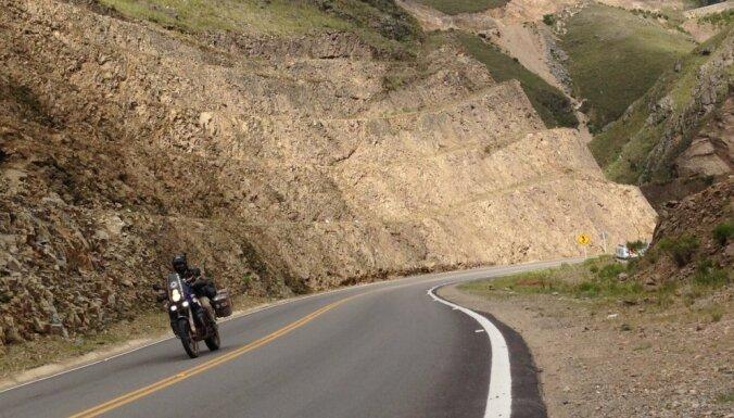 Latviešu motobraucēju piedzīvojumi Bolīvijā – sālsezers, Raganu tirgus un sudrabs
