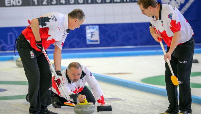 Kanādas izlase kļūst par pasaules čempioniem kērlingā senioriem