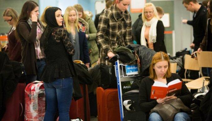 Biedējošie emigrācijas dati, ES amati nesadalīti, Krūmiņa veiksme Jūrmalā