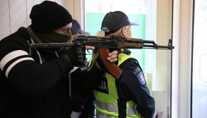 """На учениях в Литве не без ошибок отразили нападение """"зеленых человечков"""""""