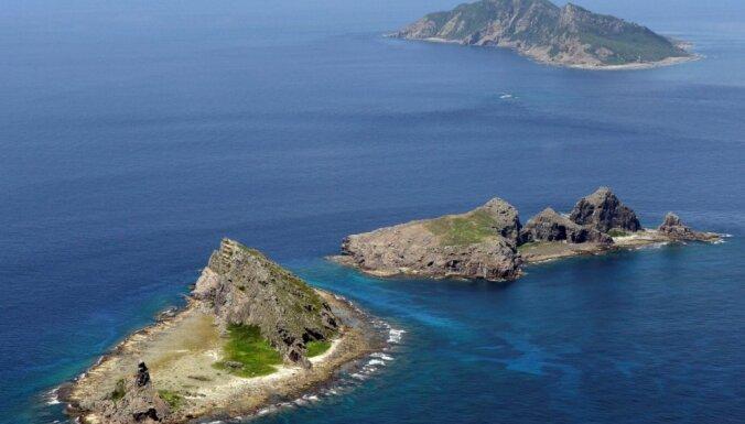 Japāna nemierā ar Ķīnas karakuģa tuvošanos Senkakām