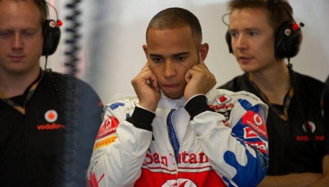 Hamiltons startēs no pēdējās starta vietas, Maldonādo iegūst pole