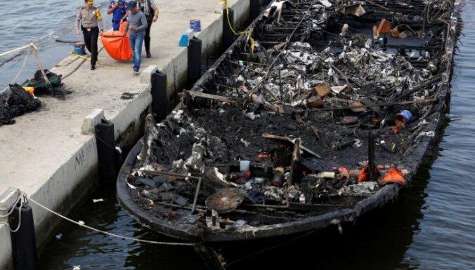 Prāmja ugunsgrēkā Indonēzijā bojā gājuši 23 cilvēki