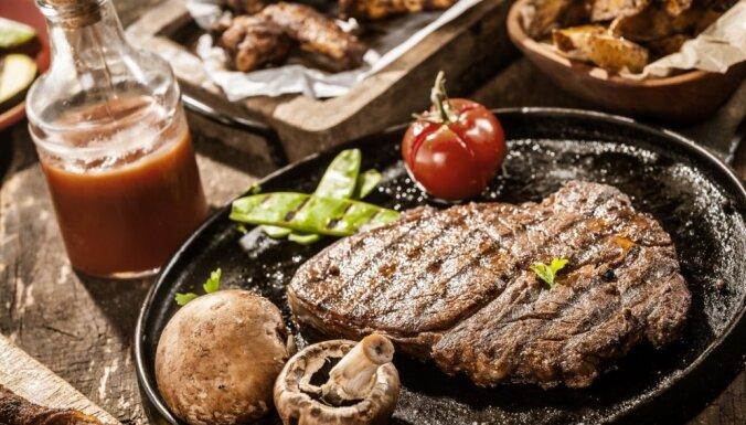 Vīrietim par rēķina nesamaksāšanu steiku restorānā piespriež divus mēnešus cietumā