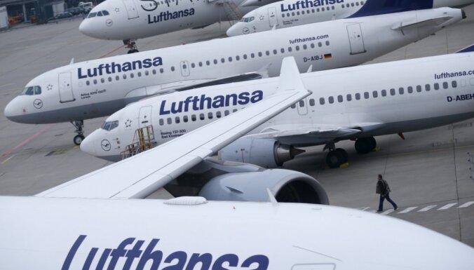 'Lufthansa' reisa laikā pasažieris mēģinājis atvērt lidmašīnas durvis