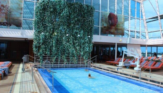 ФОТО. В Ригу зашел гигантский круизный лайнер Celebrity Silhoutte: что у него внутри?