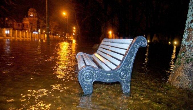 Штормовая погода вызвала в Пярну наводнение