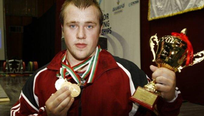 Штангист Плесниекс— вице-чемпион мира среди юниоров