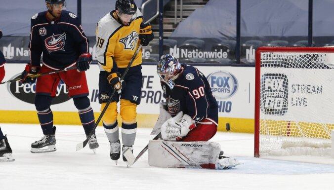 Merzļikinam NHL sezonas pirmā 'sausā' spēle; Bļugeram uzvaras vārti