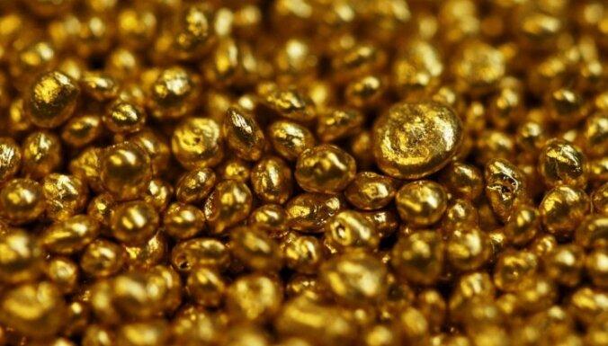 Investoriem meklējot drošību, zelta cena pieaug līdz rekordaugstam līmenim