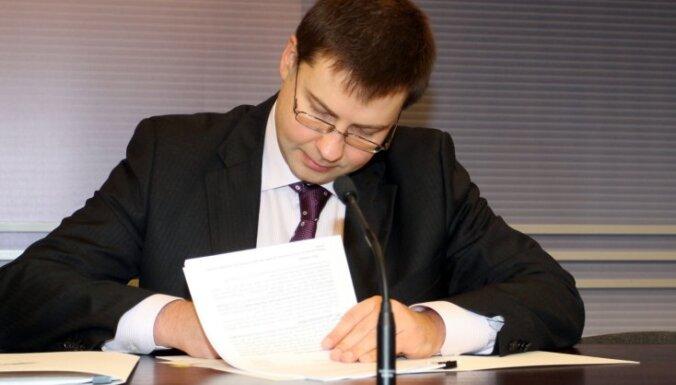 Dombrovskis sarakstījis grāmatu par finanšu krīzes pārvarēšanu