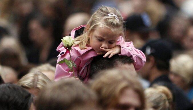 Pārāk liela ļaužu pieplūduma dēļ policija aptur 'rožu gājienu' Norvēģijā