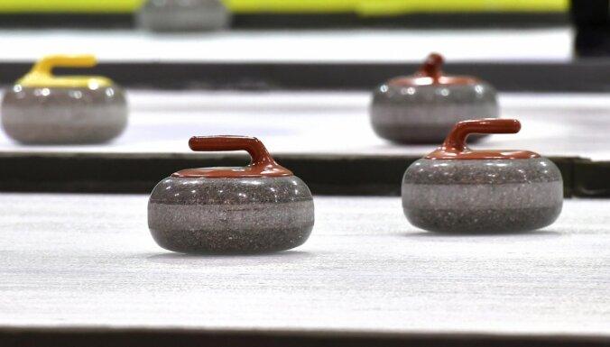 Olimpisko spēļu priekškvalifikācijas turnīru ar divām uzvarām sāk arī Latvijas sieviešu kērlinga izlase