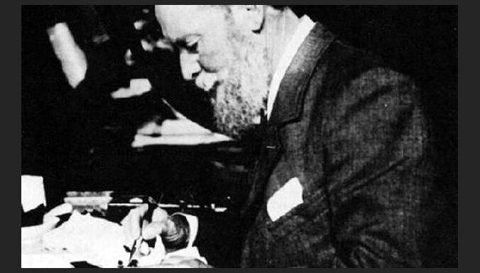 Juveliera Faberžē mazmazmeita: Ja vectēvs būtu dzīvs, viņš izrotātu telefonus
