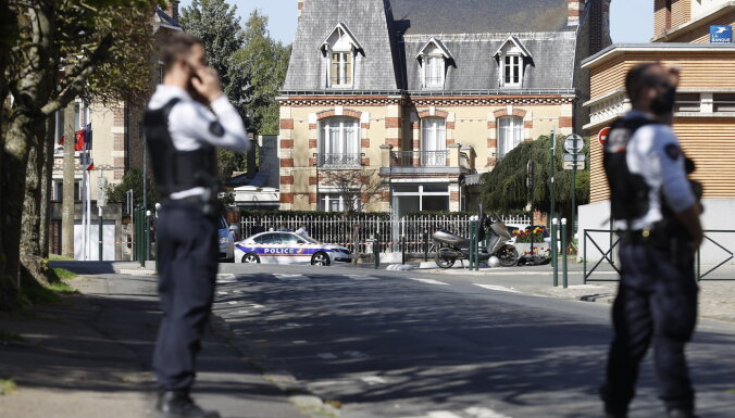 Нападение с ножом во французском городе Рамбуйе. Убита сотрудница полиции