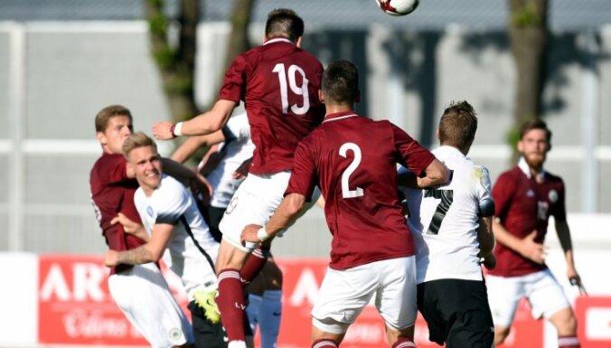 Latvijas futbola izlase FIFA rangā pakāpjas par desmit pozīcijām