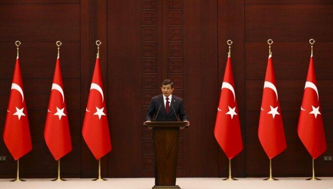 Turcijā pirmoreiz izveido valdību, kurā pārstāvēta prokurdiska partija