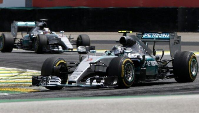 Сочи: Росберг взял поул на Гран-при России, у Хэмилтона — новые проблемы