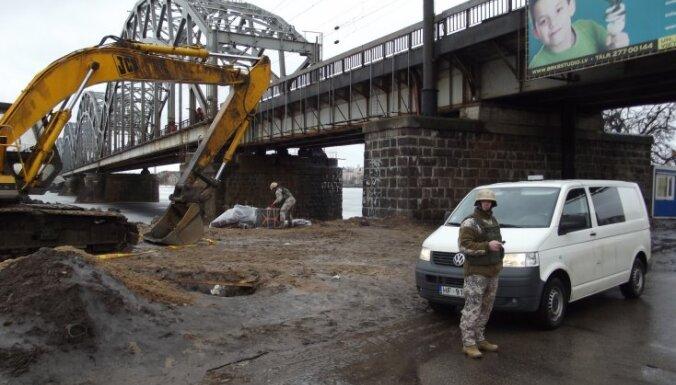 Рига: под железнодорожным мостом нашли неразорвавшийся снаряд