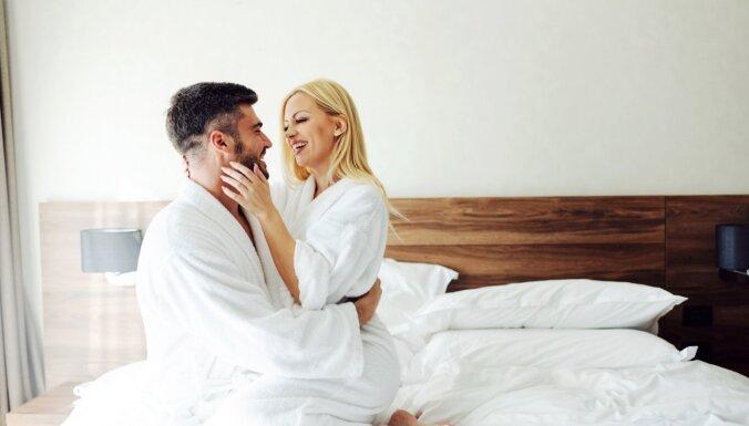 Mīlēties tā, lai neviens nedzird? Septiņi ieteikumi klusākam seksam